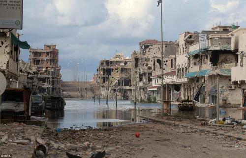 CONFLICTO EN LIBIA - Página 7 Sirte-tras-el-bombardeo-de-la-otan